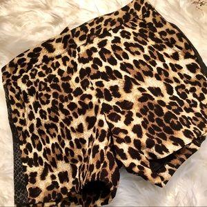 Esley tuxedo stripe side pockets zip front shorts